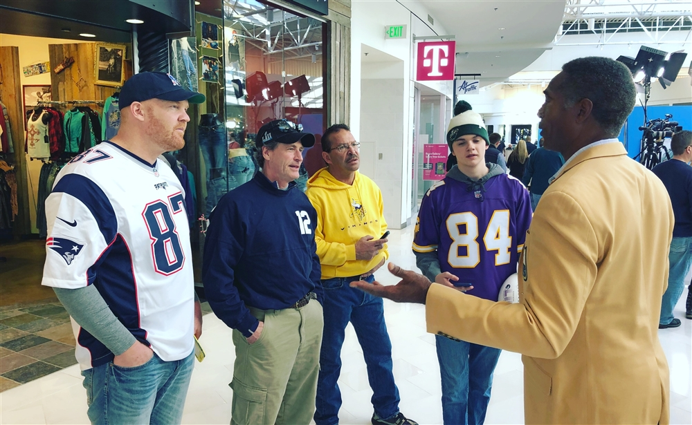 Mike talks about Prostate Cancer with NFL Fans at the world famous Mall of America
